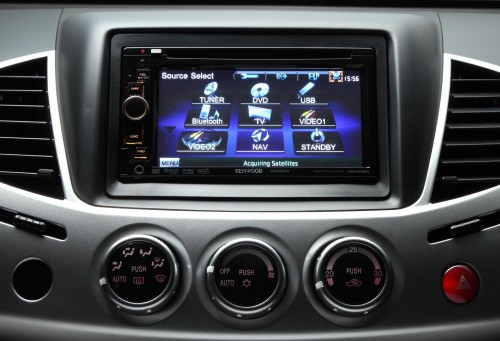 full-colour-lcd-screen-and-reverse-camera-e1294745915474-500x341.jpg